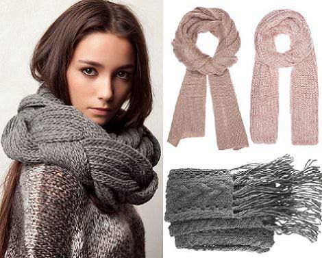 Las bufandas de moda este otoño son de punto grueso .